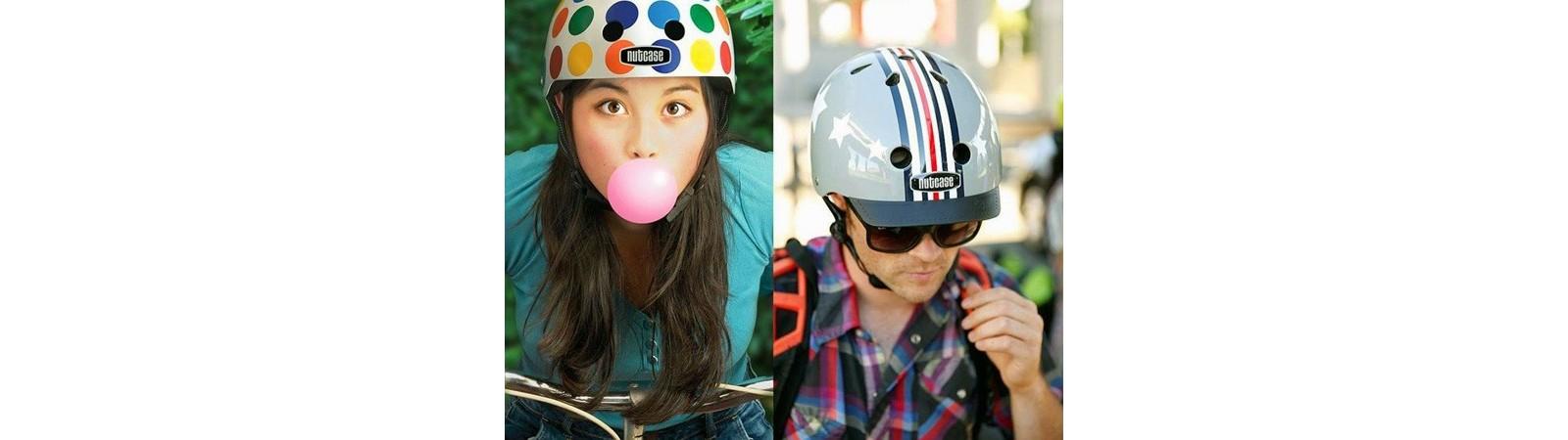 Equipement cycliste - casque, sac à dos, vêtement puie